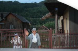bunici in poarta